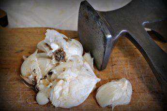 garlic mallet
