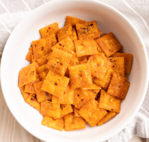 easy feisty cheddar crackers in a white bowl